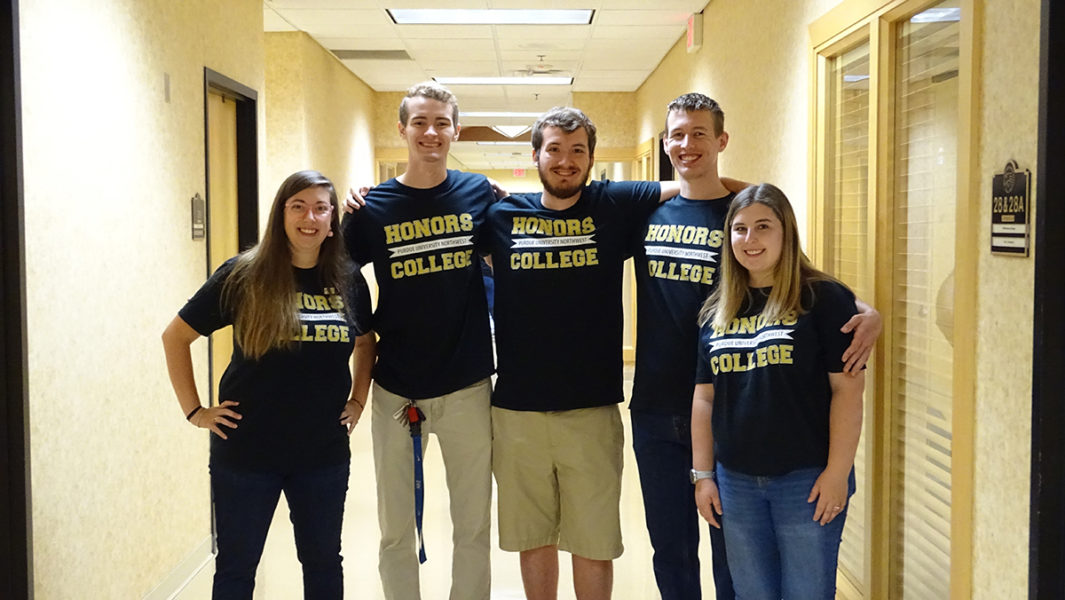Students wearing Honors College t-shirts