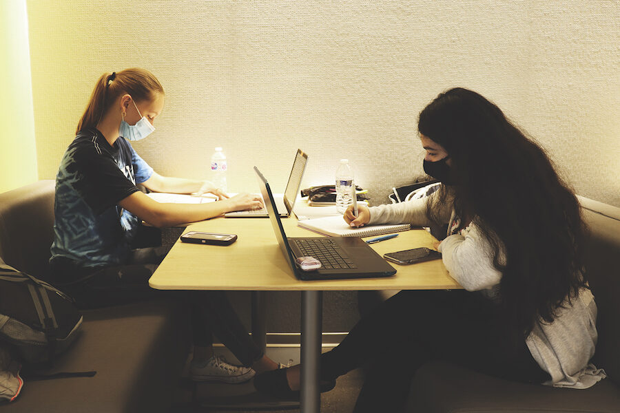 PNW students studying in Innovation Building.