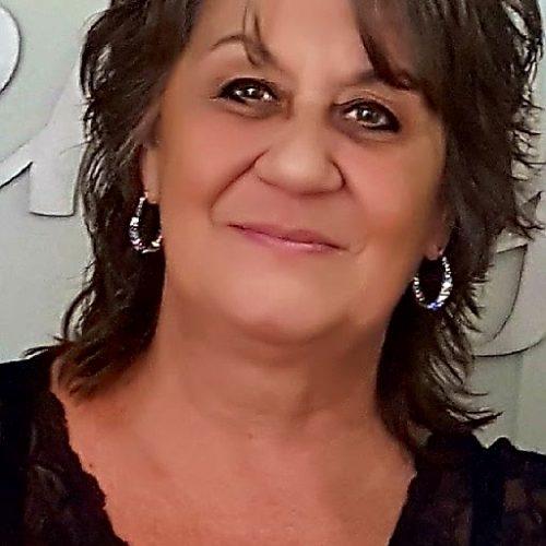 Janet Navarro headshot