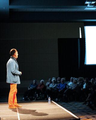 A Sinai Forum speaker addresses the audience